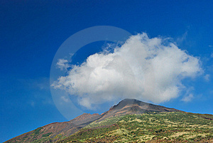 Cloud On The Top Of The Mountain Royalty Free Stock Photos - Image: 16973798