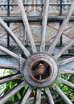 Old Wooden Cartwheel Free Stock Image