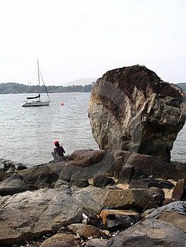 Αλιεία από το μεγάλο βράχο Στοκ Φωτογραφία