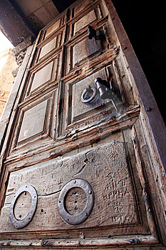 Old Door Church Of The Holy Sepulche Stock Photo - Image: 17090620
