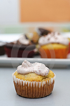Banana Cupcake With Cheese Frosting Royalty Free Stock Images - Image: 17095139