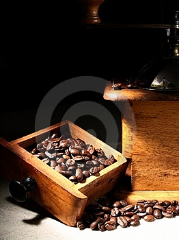 Old Grinder And Coffee Beans Stock Photography - Image: 17197552
