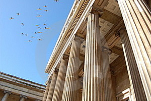 British Museum With Birds Stock Photo - Image: 17247730
