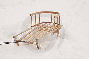 Trineo De Madera En La Nieve Imagen de archivo - Imagen: 17269771