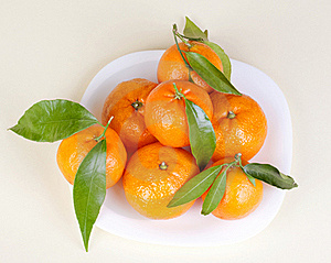 Mandarins On The Plate Stock Photography - Image: 17296102