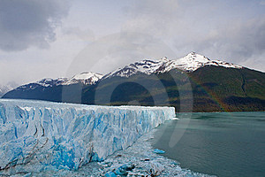 Moreno Glacier Rainbow With Water Royalty Free Stock Images - Image: 17309369