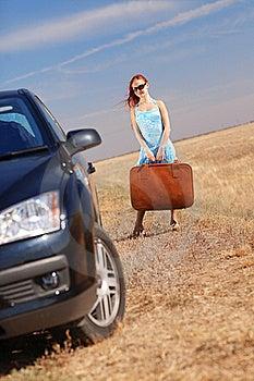 Κορίτσι κοντά στο αυτοκίνητο Στοκ Εικόνες - εικόνα: 17454064