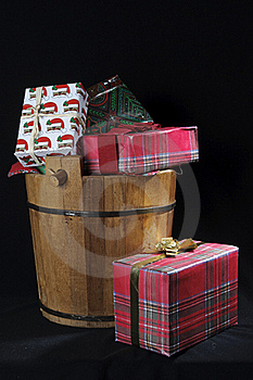 Wood Christmas Bucket With Gifts Royalty Free Stock Images - Image: 17590049