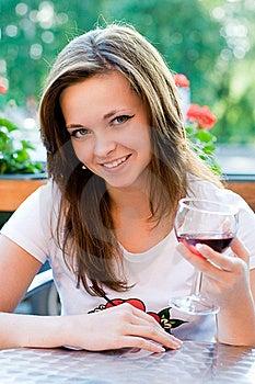 Meisje In Koffie Royalty-vrije Stock Foto's - Beeld: 17783018