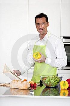Man Praparing Food Royalty Free Stock Images - Image: 17800289