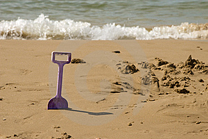 Kids Spade On The Sea Beach Stock Photography - Image: 17835622