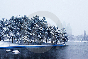 Snowy Park Royalty Free Stock Photo - Image: 17977745