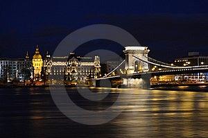 桥梁布达佩斯链晚上 库存照片 - 图片: 18024590