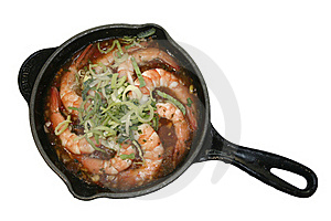 Shrimp Onions пореем Frying Pan In Sauce Royalty Free Stock Image - Image: 18056956