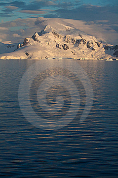 Antarctic Landscape Vert Royalty Free Stock Images - Image: 18095949