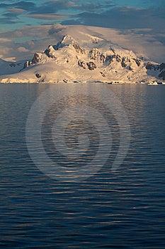 Antarctic Landscape Vert Royalty Free Stock Images - Image: 18095949