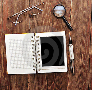 Note With Old Photo, Pen And Eyeglasses Stock Photos - Image: 18121383