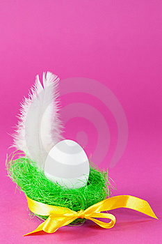 Egg And Feather Royalty Free Stock Images - Image: 18184029