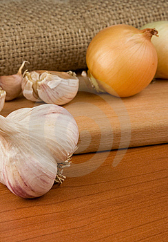 Onion And Garlic On Sacking Stock Images - Image: 18215194