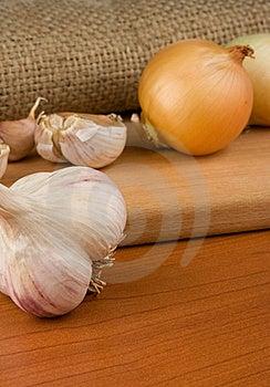 Onion And Garlic On Sacking Stock Images - Image: 18215194
