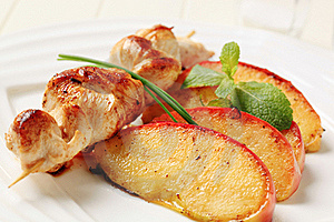 Chicken Skewer And Baked Apple Royalty Free Stock Images - Image: 18246099