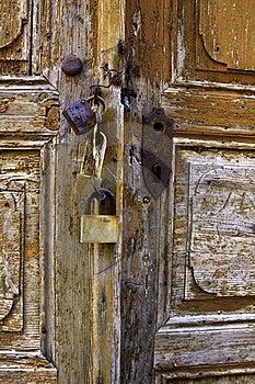 Vecchia porta di legno di vecchia casa Fotografie Stock Libere da Diritti