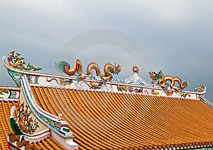 Dragon Sculpture On Roof Stock Image - Image: 18352271