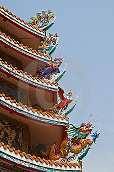 Dragon Sculpture On Roof Stock Image - Image: 18352331