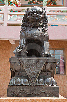 Chinese Dragon Statue Sculpture Royalty Free Stock Images - Image: 18352369