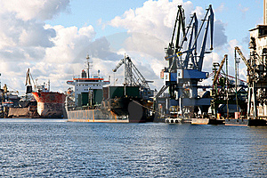 Carbon Loading In Ship. Stock Image - Image: 18394831