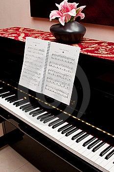 Piano E Livro Da Canção Imagem de Stock - Imagem: 18403021