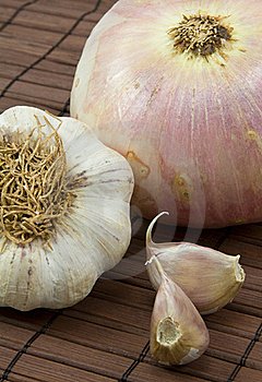 Garlic And Onion Royalty Free Stock Images - Image: 18549119