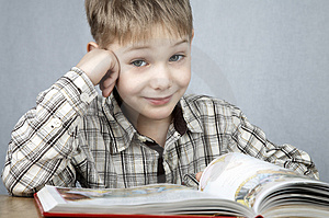 Smiling reader Royalty Free Stock Photography