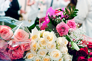 Beige And Pink Roses Royalty Free Stock Images - Image: 18868029