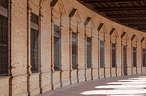弯曲的门面透视图 免版税库存照片 - 图片: 18928525