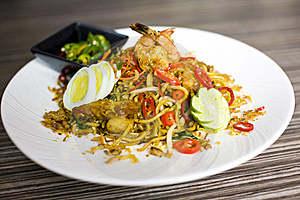 Fried Noodles With Vegetables Stock Photos - Image: 18932433