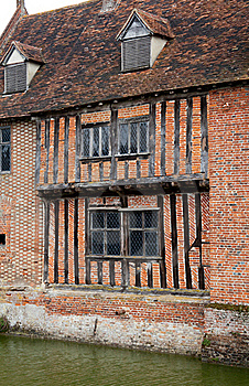 Tudor Moat House Royalty Free Stock Image - Image: 18938726