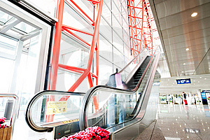 People At The Airport Escalator Stock Images - Image: 18952574