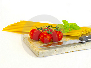 Spaghetti, Tomatoes And Basil Royalty Free Stock Photo - Image: 18989645