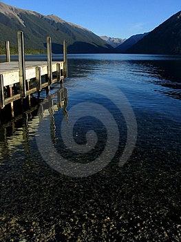 Quai de lac Photographie stock libre de droits