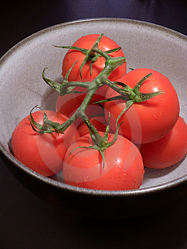 Red tomatoes in bowl Royalty Free Stock Photos