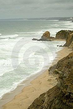 Linha Costeira Rochosa Fotos de Stock Royalty Free - Imagem: 19007948