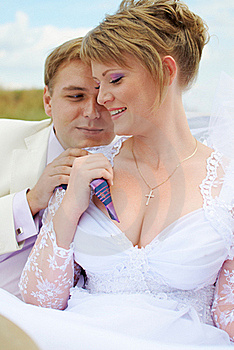 Bride And Groom Hugging Royalty Free Stock Photos - Image: 19053738