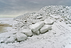 Ice Sea At The Coast Stock Images - Image: 19113744
