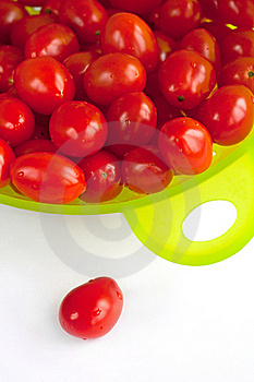 Red Tomatoes In The  Green Colander. Stock Photo - Image: 19251520