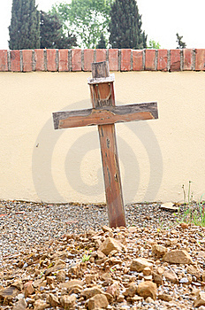 Cross On  Grave Royalty Free Stock Images - Image: 19287499