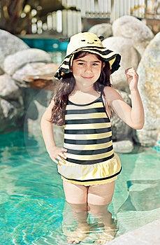 Pszczoła Mamrocze Kostiumu Pływanie Obrazy Stock - Obraz: 19334684