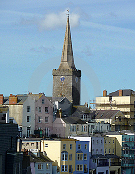 Opinião Da Igreja Do St Marys Em Tenby Foto de Stock - Imagem: 19342170