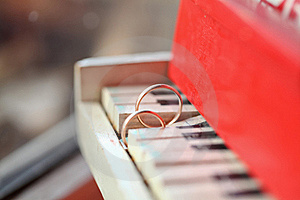 Two Golgen Rings On Piano Stock Photos - Image: 19355553