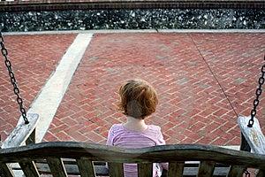 Meisjeschommeling Stock Fotografie - Afbeelding: 1949552